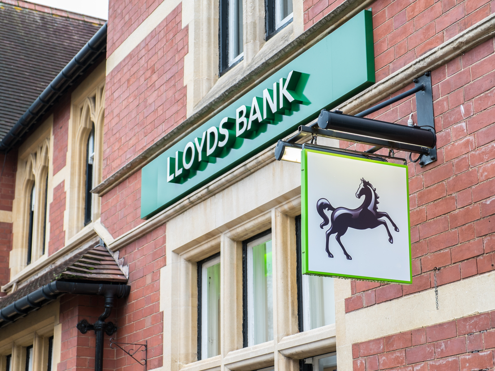 Lloyds to cut back office staff, invest in tech